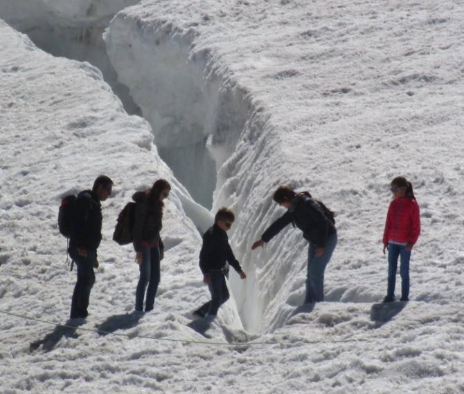 Bimbi nei crepacci, couloir della morte: il Monte Bianco dà