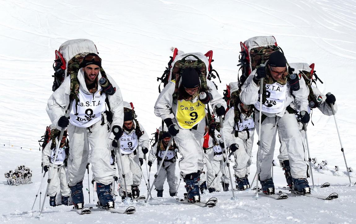 Sotto la nevicata il trionfo del 7° Alpini – MountCity b6f9f783c745